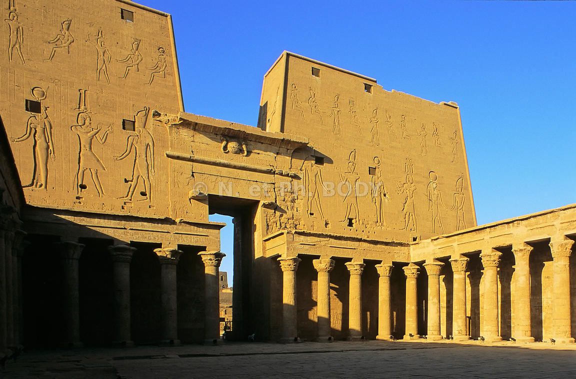 TEMPLE DE HORUS, EDFOU, EGYPTE//TEMPLE OF HORUS, EDFU, EGYPT