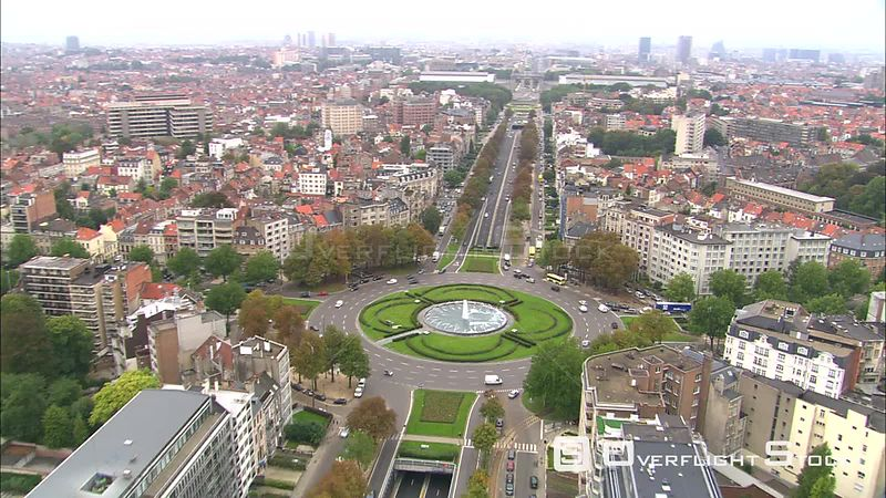 Flying above Charlemagne Boulevard toward triumphal arch at Cinquantenaire Park, Brussels