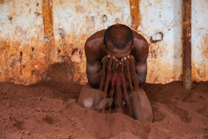 Kusti Wrestler Applying Sand While Training