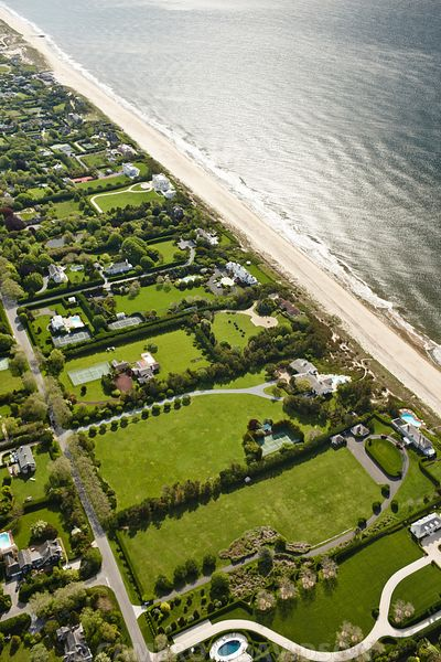 Aerial photograph of homes in the Hamptons of New York.
