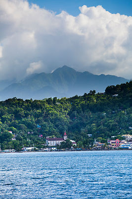 Blue Mountains vue de la mer à San Antonio, Jamaique / Blue Mountains seen from the sea in San Antonio, Jamaica