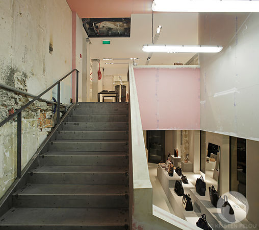 Retail architecture photographer - Celine temp. store rue Francois 1er in Paris 8, France - Photo ©Kristen Pelou