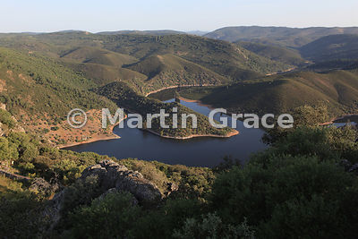 SPA_1582_Rio_Tajo_looking_NW_from_Castillo_de_Monfrague_RSA