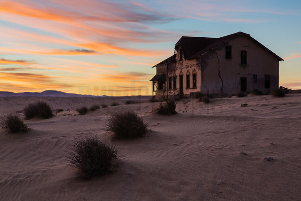 Sunrise at Kolmanskop.
