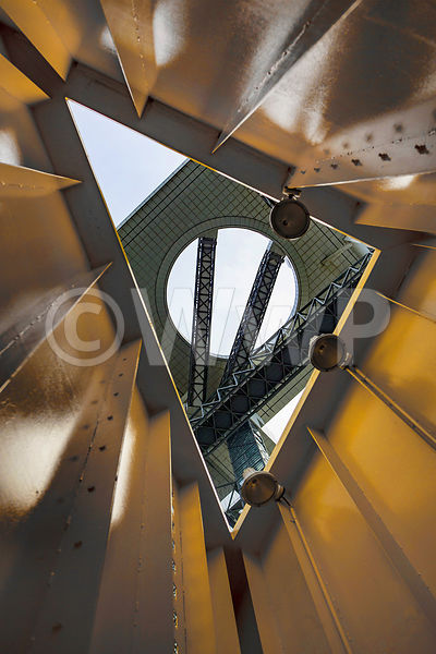 _W_P9613-Osaka-Japan-modern-architecture-Umeda-sky-building-Tower-yellow-APL