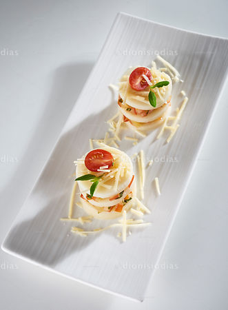Palm Pupunha Bruschetta with diagonal dish seen from above