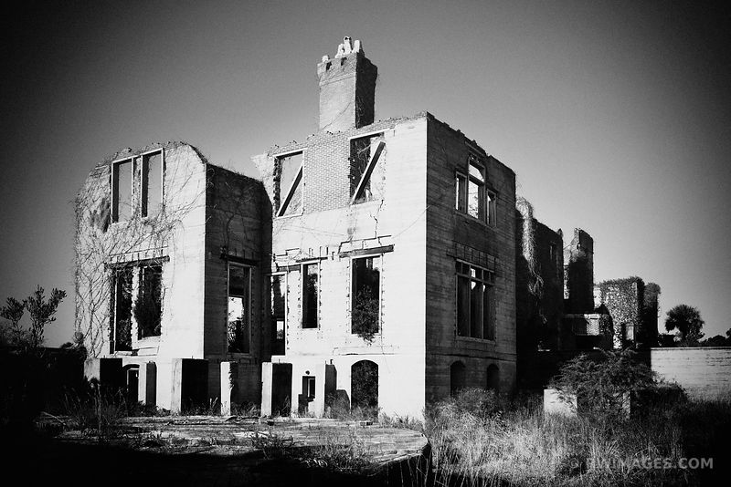 RUINS OF DUNGENESS MANSION ON CUMBERLAND ISLAND GEORGIA BLACK AND WHITE