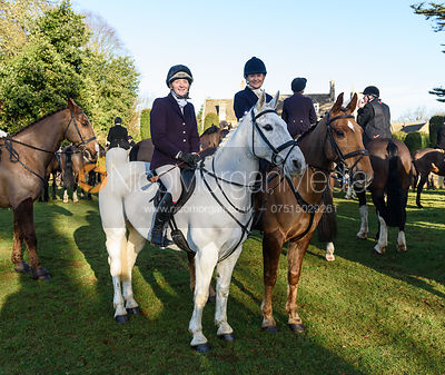 Jodie Parr, Jo Rutter at the Cottesmore Hunt meet at Pickwell Manor 8/1