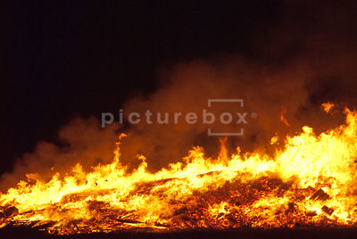 An Atmospheric image of a very large fire burning in the night.