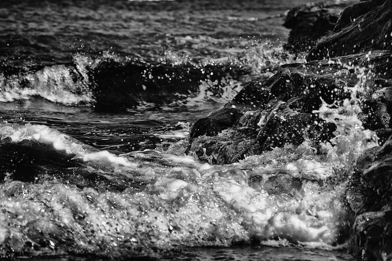 Fine art canvas | Crashing waves (B&W)