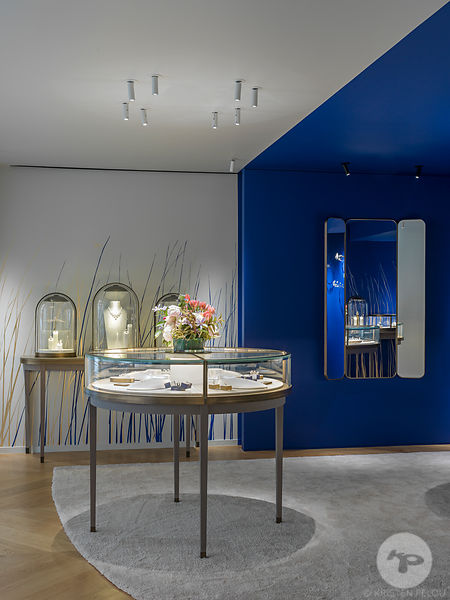 Pop Up Store Chaumet Saint Honore, Paris France by Delphine Waiss Architecture. Photo ©Kristen Pelou