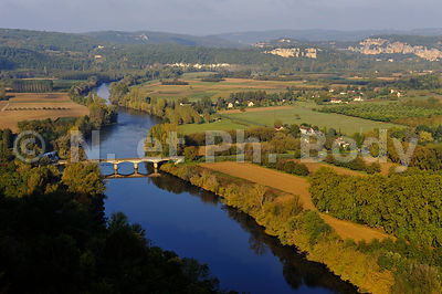 LA RIVIERE DORDOGNE, PERIGORD, FRANCE//THE DORDOGNE RIVER, DORDOGNE, FRANCE