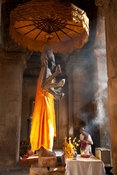 People worshipping buddha, Angkor Wat, Siem Reap, Cambodia