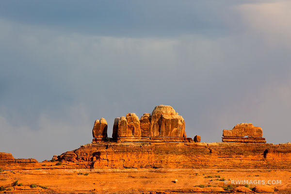 WOODEN SHOE ARCH NEEDLES DISTRICT CANYONLANDS NATIONAL PARK UTAH COLOR