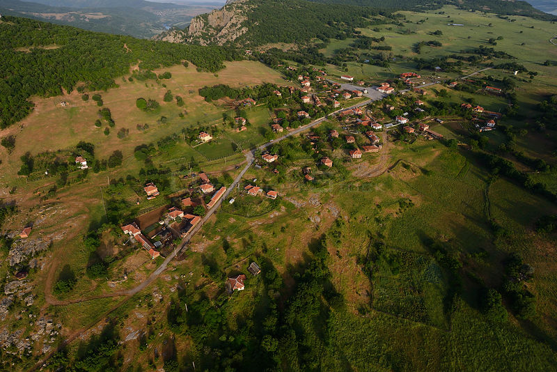 Aerial view over the Arda river canyon, Dolni Glavanak village, Madzharovo, Eastern Rhodope Mountains, Bulgaria, May 2013.