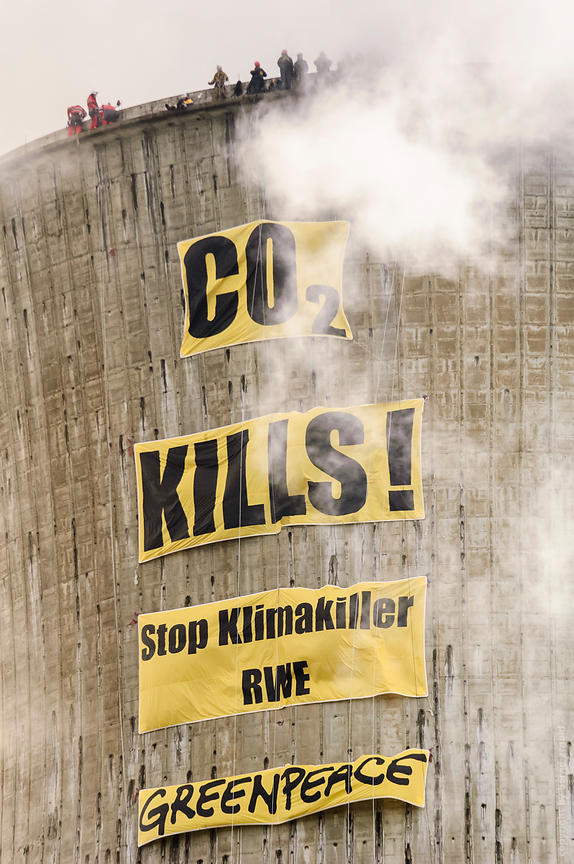 Aktion Greenpeace CO2 kills - Action of Greenpeace on Coal Power Plant.