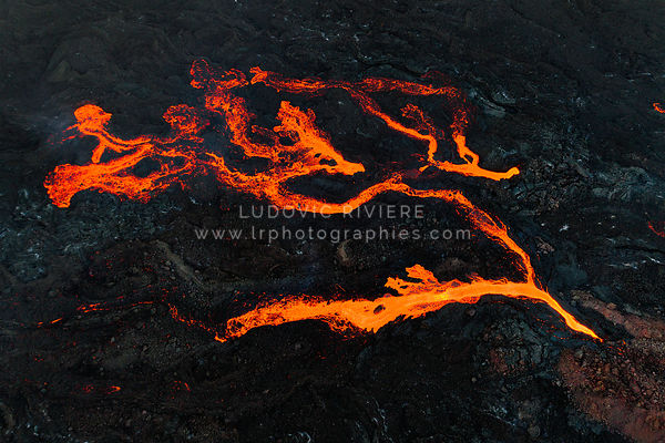 Ramification des coulées de lave, Eruption Fournaise Aout 2017  62/5000 Ramification of lava flows, Eruption Fournaise August...