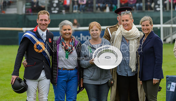 Oliver Townend and Miss Karyn Shuter & Mrs Angela Hislop & Mrs Val Ryan during prize giving, Land Rover Burghley Horse Trials...