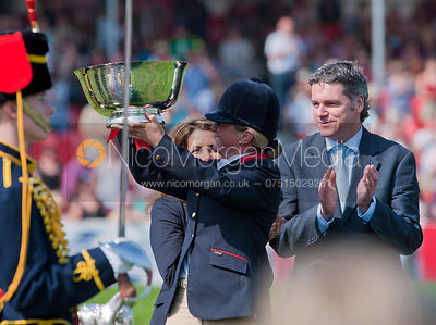 Piggy French receive her prize from Princess Haya and Lance Bradley