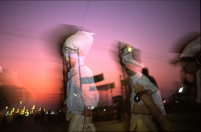 India - Allahbad - Pilgrims arriving with their belongings on their head at the Kumbh camp. Ardh Kumbh Mela 1995, Allahbad, I...