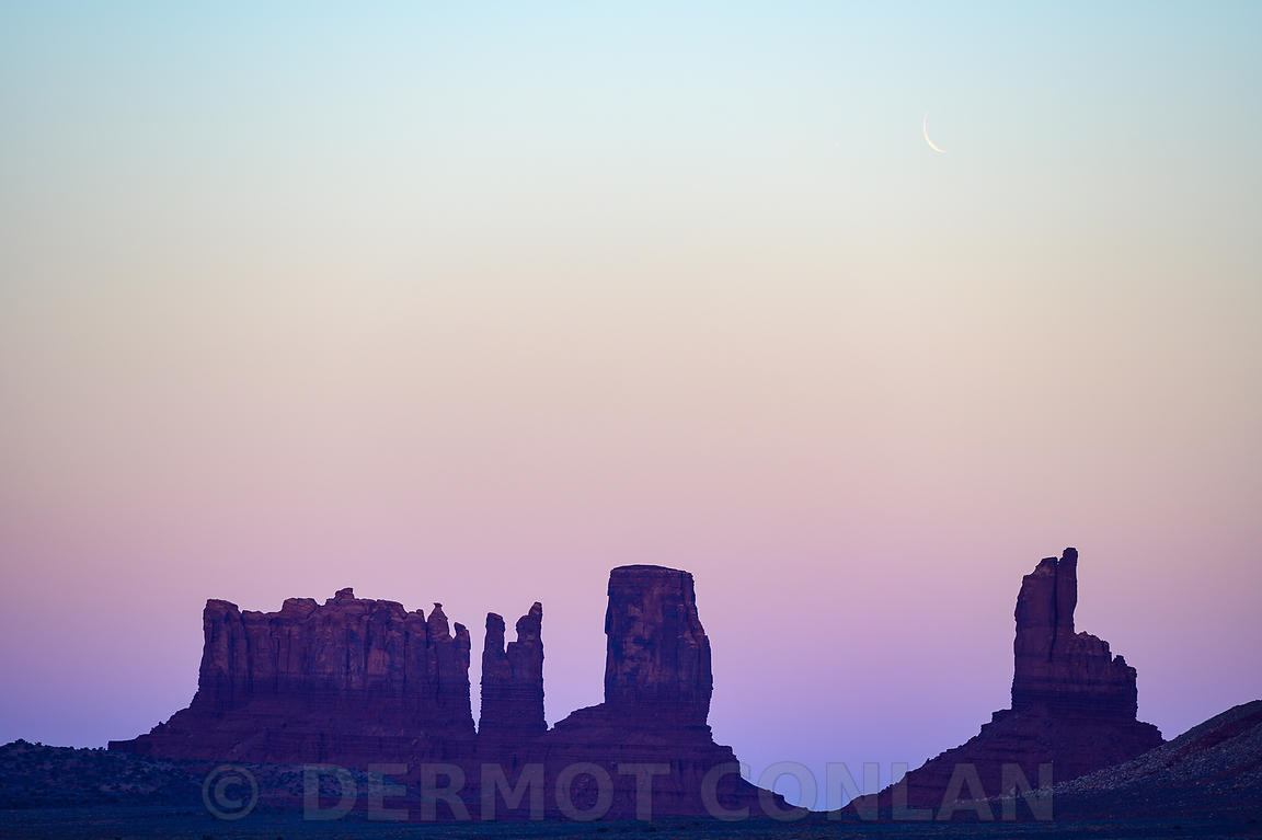 ICONS OF THE WEST - TRAVEL - MOON OVER MONUMENT VALLEY, AZ, USA