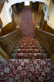 Escalier recouvert d'un tapis dans une maison victorienne Brooklyn, New York, USA / Stairs covered with carpet in a Victorian...