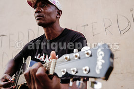 Music player in Bangui street