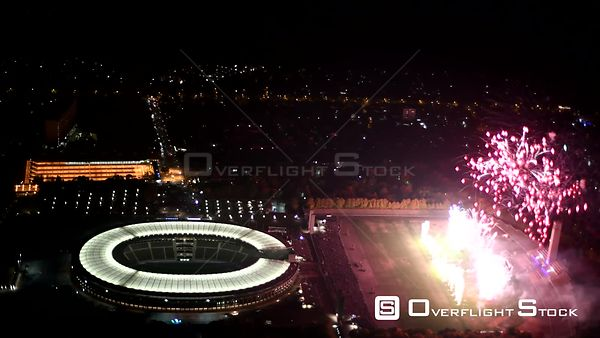 Nachtluftvideo Fireworks figures in the night sky above the Pyronale fireworks competition venue at the Olympiastadion in the...