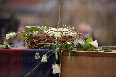 Wreath on Top of Richard III Coffin
