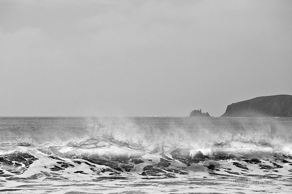 PACIFIC OCEAN WAVES DRAKES BEACH POINT REYES NATIONAL SEASHORE CALIFORNIA BLACK AND WHITE
