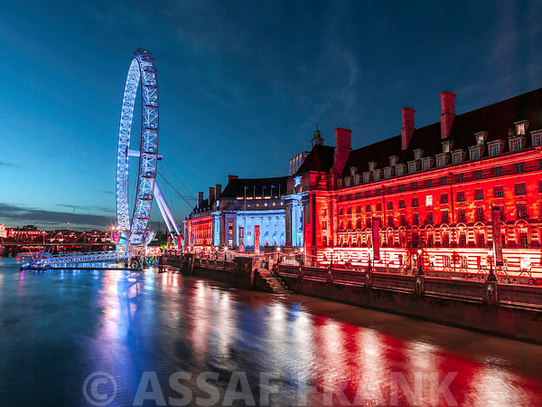 London county hall and the London eye at night