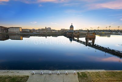 Sunset time at Toulouse city along the Garonne river in France