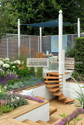 Aromatic plant, Border, Border with flowers, Garden chair, garden designer, Garden furniture, Garden table, Pergola, Small garden, Stair, Terrace, Thyme, tight cloth, Trellis, Urban garden, Contemporary Terrace, Digital