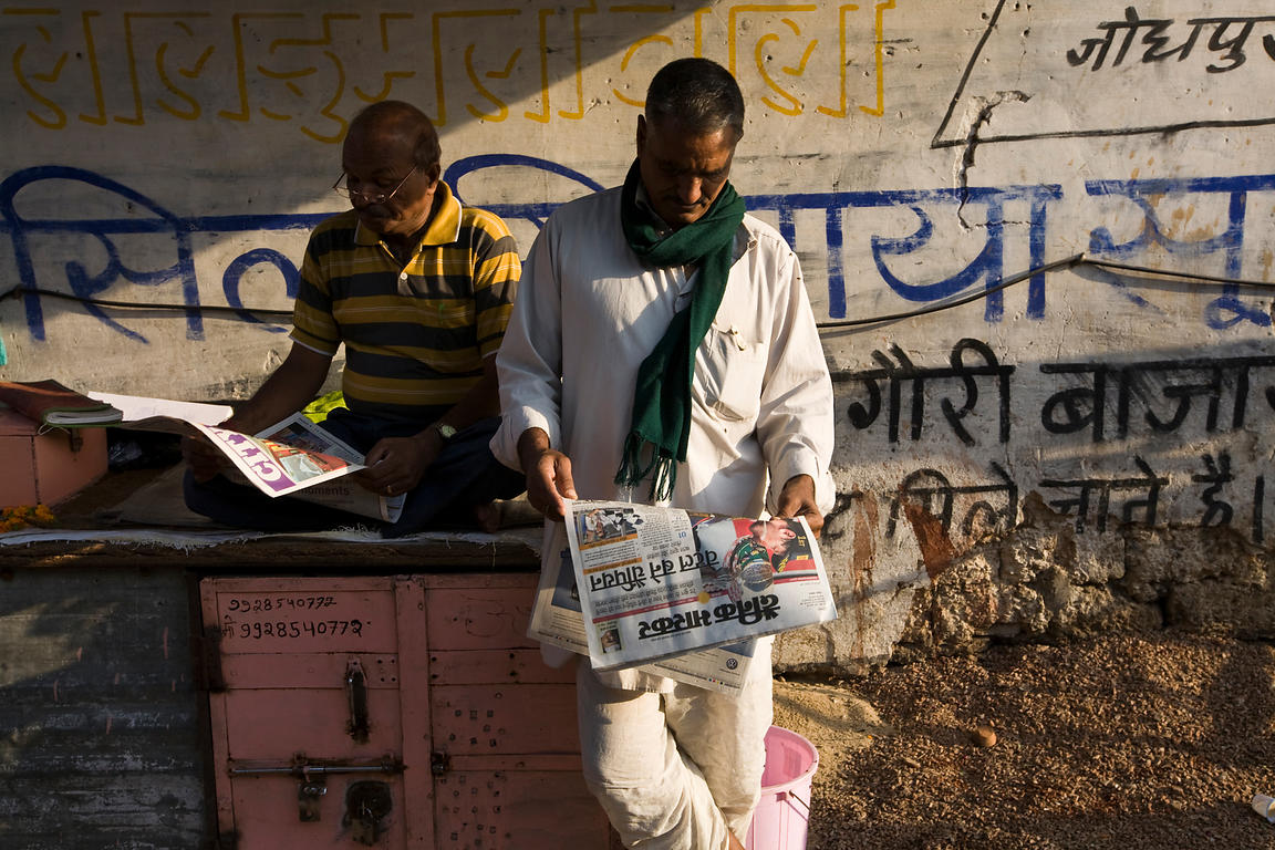 India - Jaipur - Men reading newspapers on the street