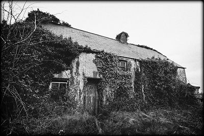 Old_abandoned_house_Louth_