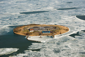 Muiden - Luchtfoto Forteiland Pampus in de winter 02
