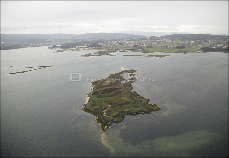 SPAIN Rias Baixas, Ria de Arousa (River Arousa), Near O Grove -- 15/12/2002 -- Aerial view of a small island near O Grove on ...
