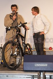 Tom Ritchey receives from Thomas Frischknecht a special bike