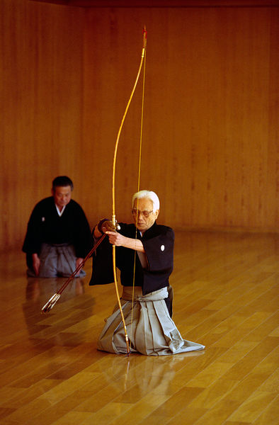 Japan - Kyoto - Sensei Oueda draws his bow