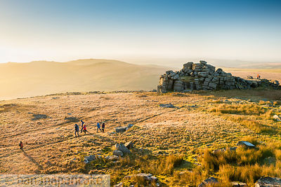 BP5845 - Walkers on Great Mis Tor, Dartmoor