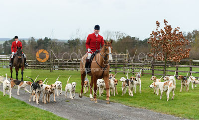 Andrew Osborne, Cottesmore hounds At the meet. The Cottesmore Hunt at Bleak House 18/12