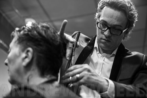 The hairdresser Xavier Tourmente in action