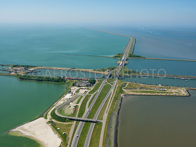 303855 | The Afsluitdijk with the Lorentz locks and the Spuihaven Noord and Zuid looking towards Den Oever.