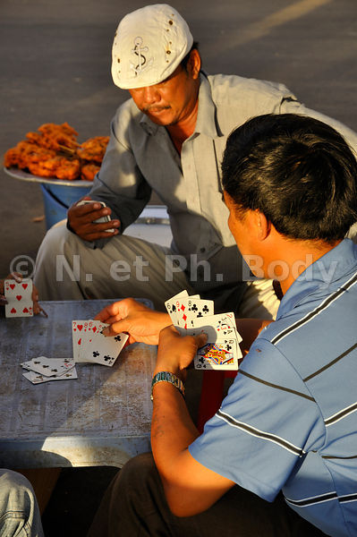 VIETNAM, LONG HAI, PARTIE DE CARTES//Vietnam, Long Hai, playing cards