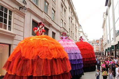 Les Poupées Géantes Ladies Perform in Piccadilly Circus London