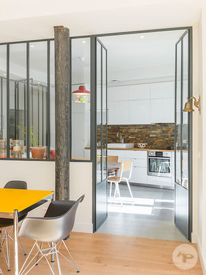 Parisian apartment by Delphine Waiss Architecture, Paris, France. Photo : Kristen Pelou