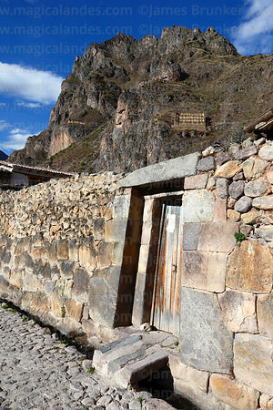 Inca wall and doorway, Cerro Pinkuylluna in background, Ollantaytambo, Sacred Valley, Peru