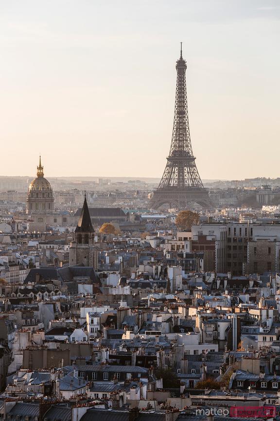 Paris and tour Eiffel at sunset, Ile de France, France - Imagenes Royalty  Free y de Impresiónes - Matteo Colombo Photography
