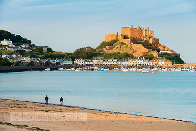 Walkers on the beach at Gorey - BP3924B