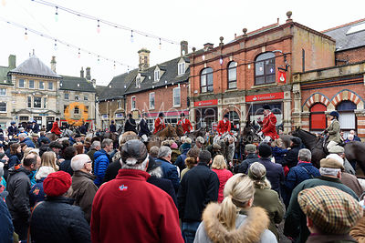 Crowds gather in Oakham Market Place At the meet. The Cottesmore Hunt Boxing Day Meet in Oakham 26/12
